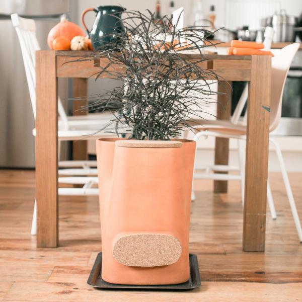 Le pot de fleurs composteur